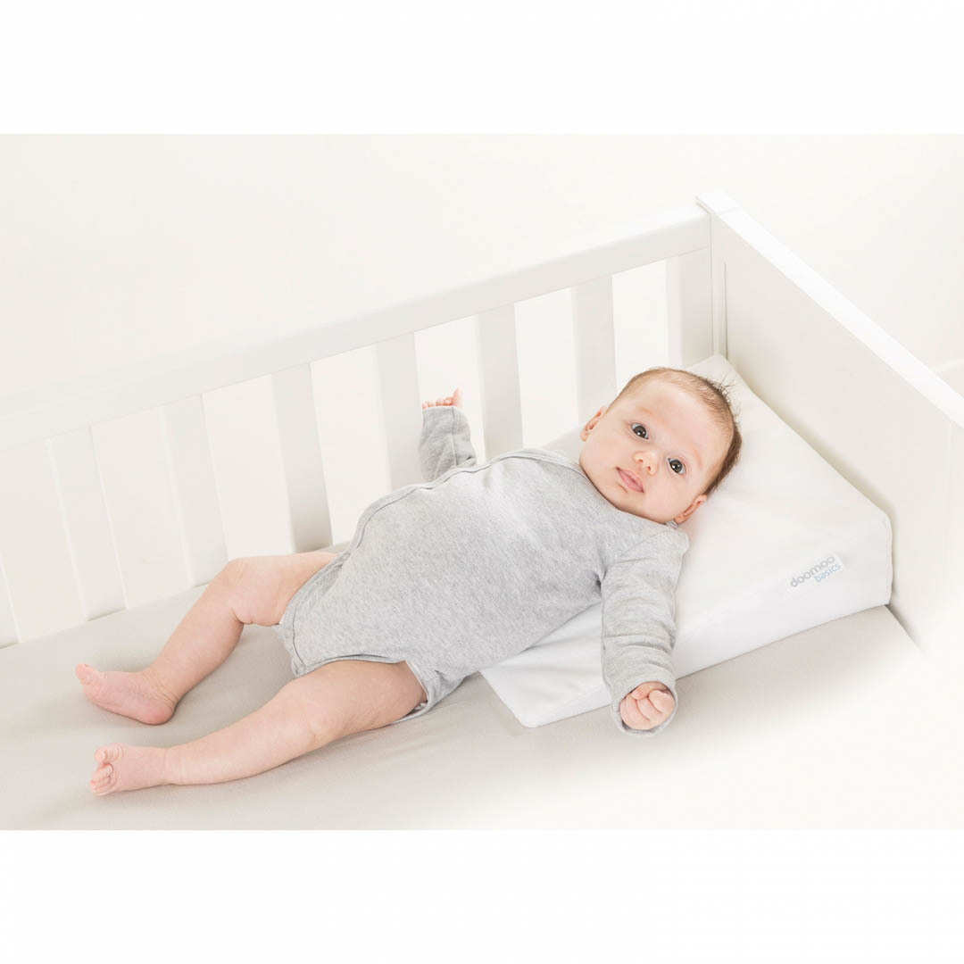 LIFESTYLE_REST-EASY-SMALL_with-baby_on-crib-2--1-